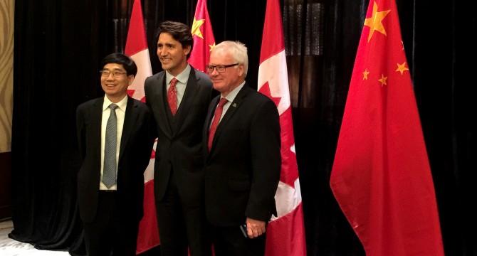 alan-davis-w-prime-minister-2016-kpu-flickr